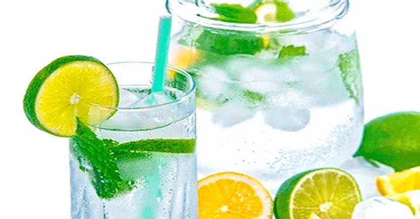 Imagen Fresco y sano 3 aguas naturales para calmar el calor.