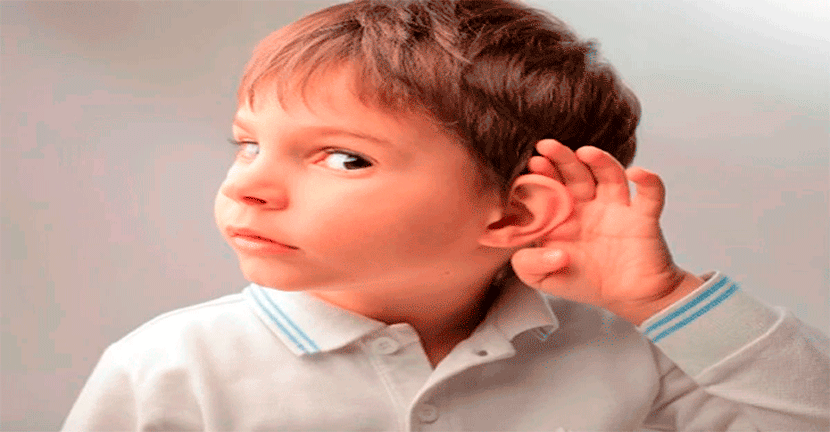 Imagen Niños y ancianos con problemas de sordera.